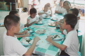 Childred dining1
